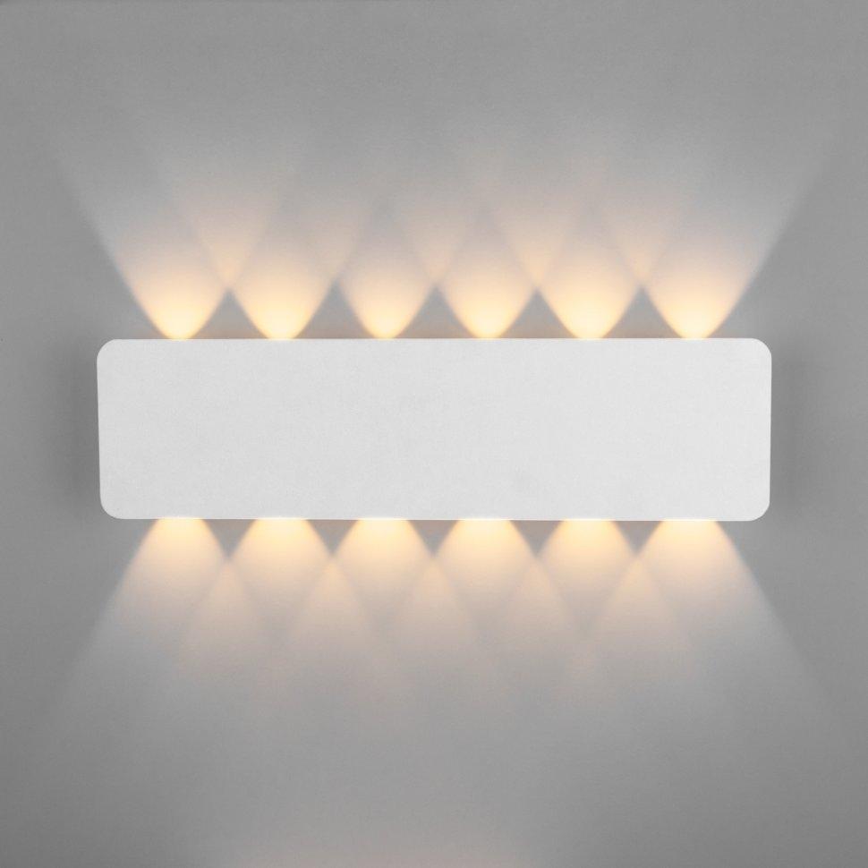 40139/1 LED белый 12W Настенный светодиодный светильник Eurosvet Angle a044671